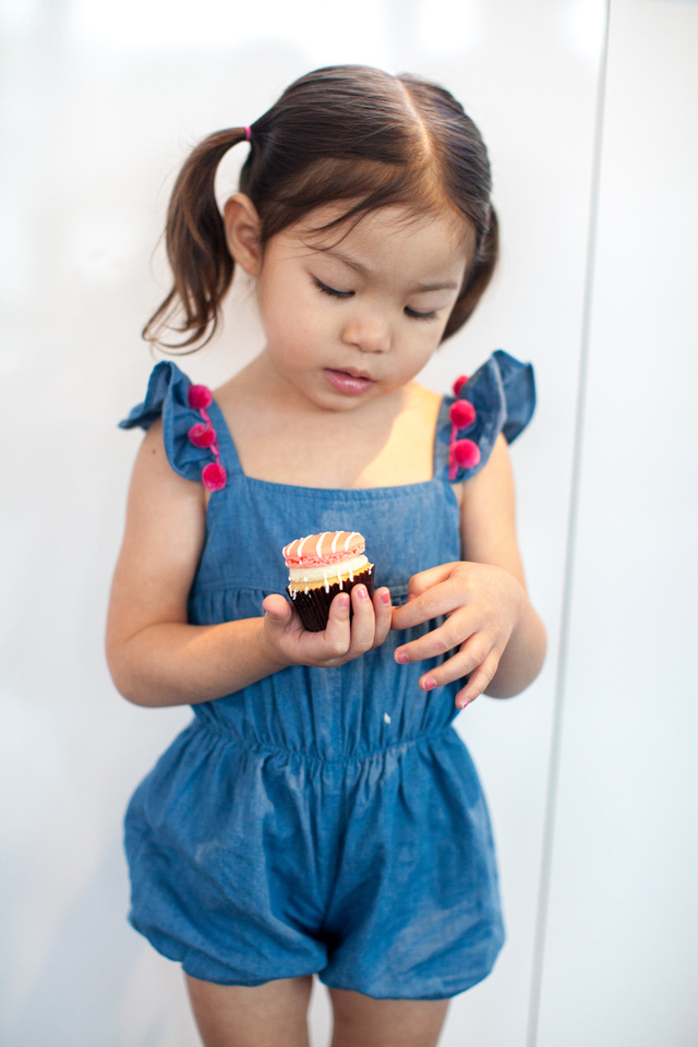 @cuteheads kids fashion photoshoot at Petite Sweets in Houston, Texas. Lots of cupcakes and macarons!