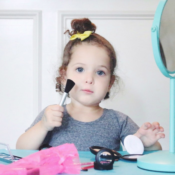 Trying out pretend makeup for kids from Little Cosmetics. Have you tried fake-up before?