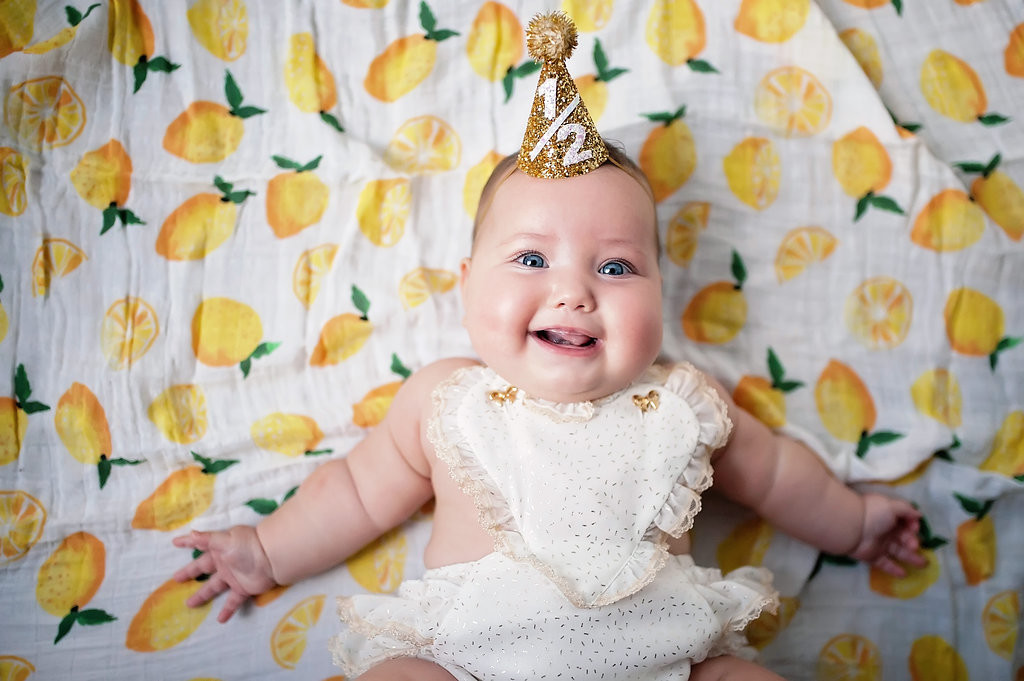 Tova Hannahs 6 Month Photoshoot
